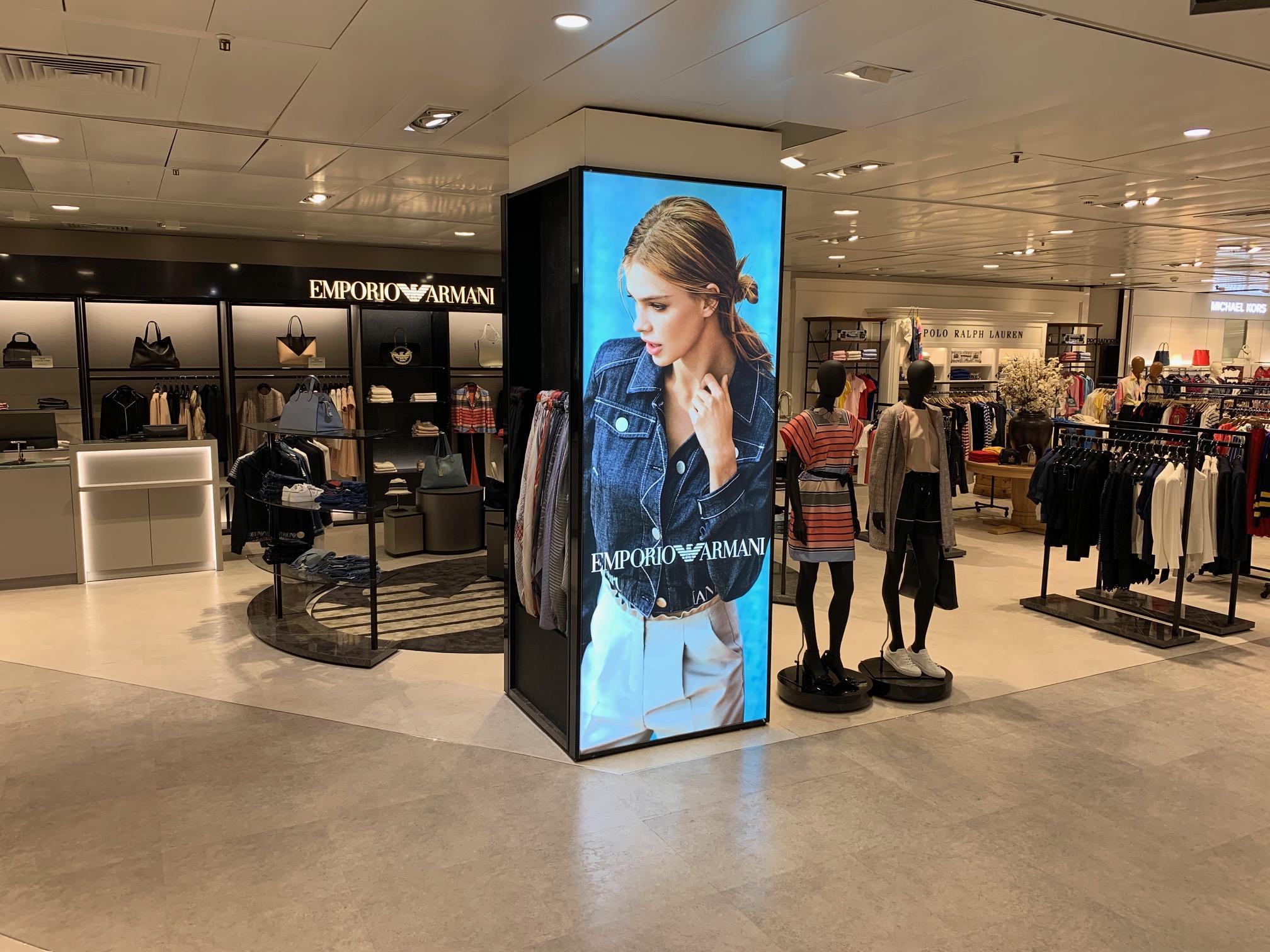 visual-merchandising-emporio-armani-donna