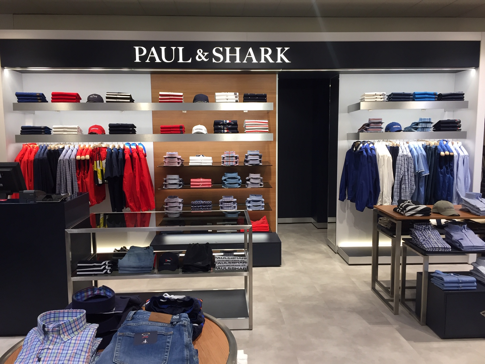 visual-merchandising-paul&shark